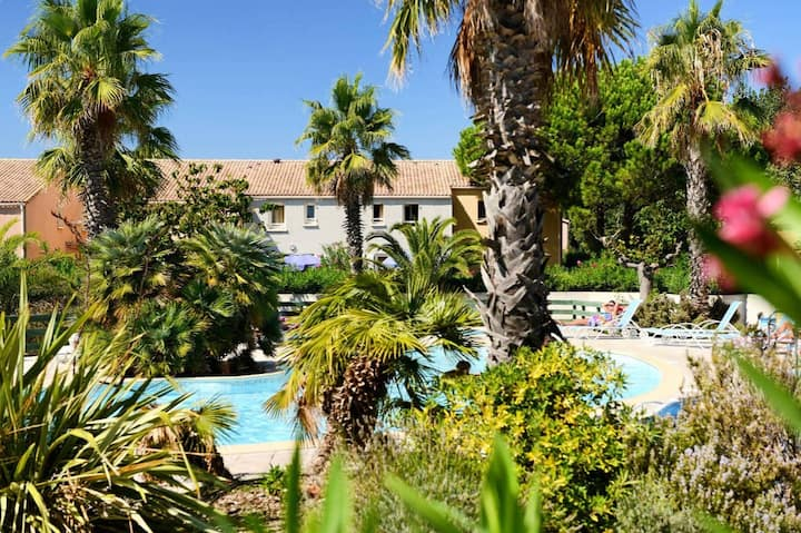 Agréable pavillon avec piscine et la plage à 350 m
