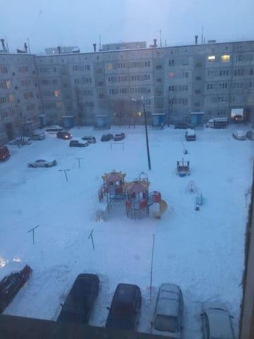 2 ком. кв рядом с горнолыжным подъемником - Kirovsk - Apartment