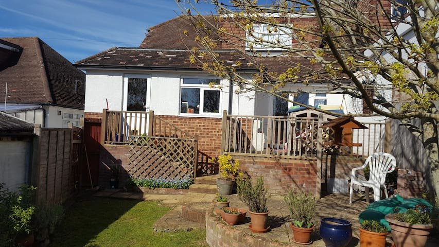 Bright and spacious 3 bed family house with garden - Brighton - House