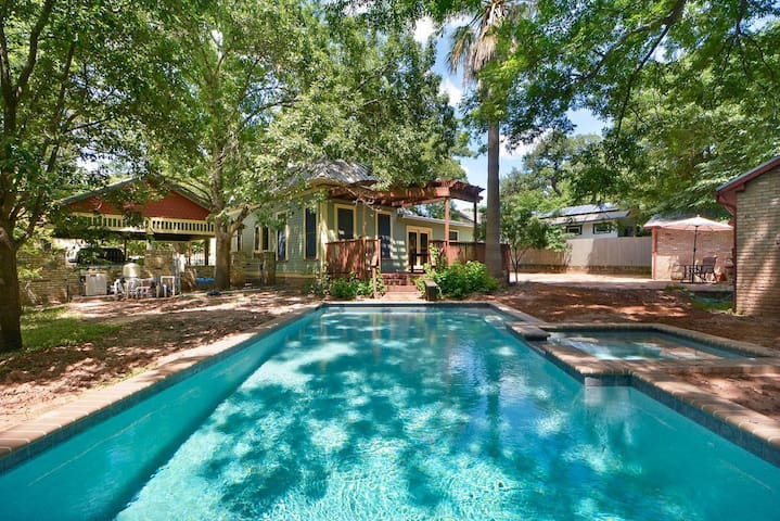 Large 7 bedroom Soco Gem with Pool