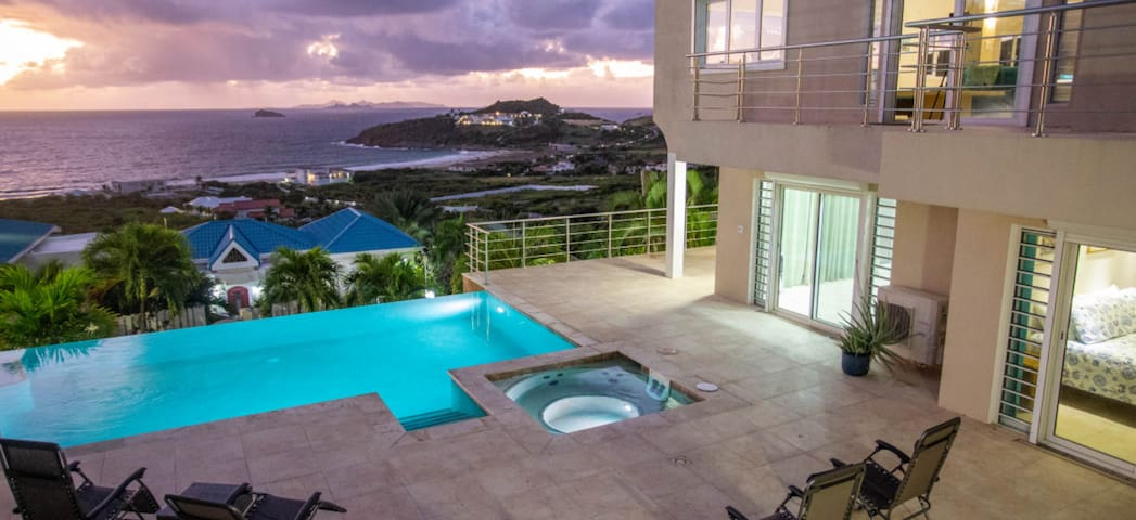 "Oasis Retreat's ""Ocean-View Suite,"" Pool, Hot Tub"