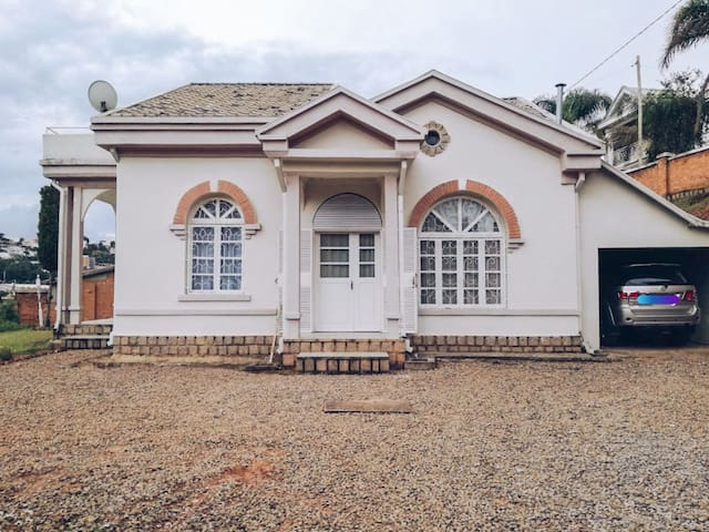 Villa 3 chambres, proche Lycée Francais Ambatobe