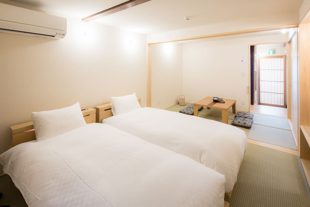 Please have a good sleep on this bed. 綺麗なベッドでゆっくりお休みいただけます。