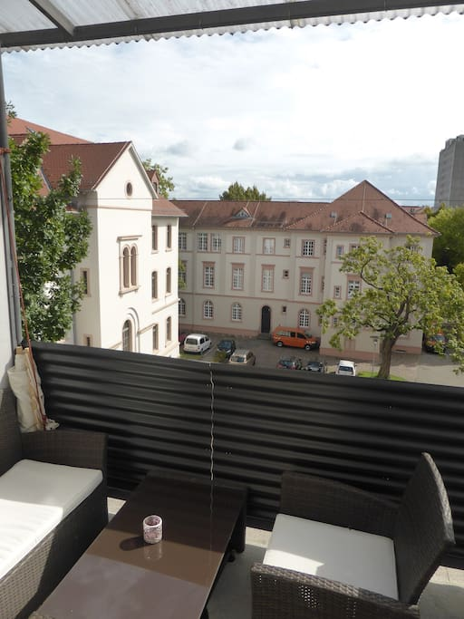 Ost Balkon mit ruhiger Innenhof Lage