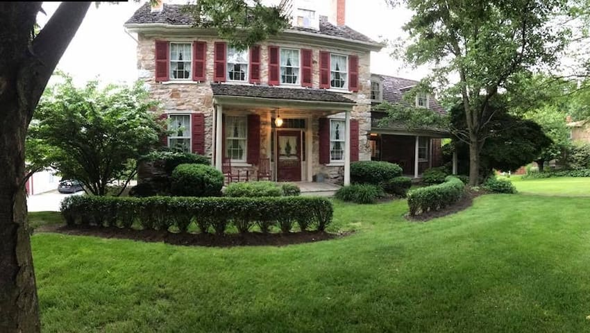 "Historic  ""Mansion Guest House"""