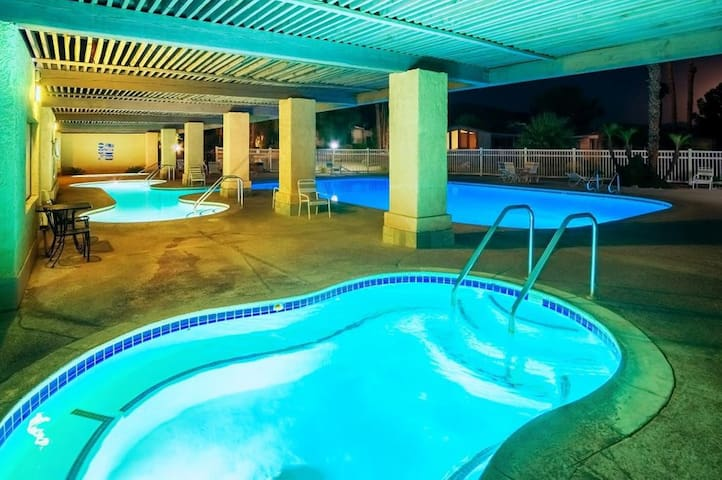 Healing mineral pools and jacuzzi in the East Club House