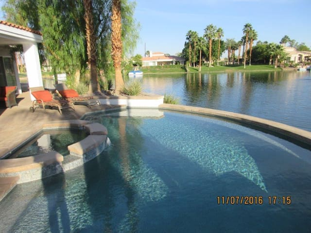 PRICE REDUCED--Beautiful Waterfront Home/Sleeps6-8 - La Quinta - Maison