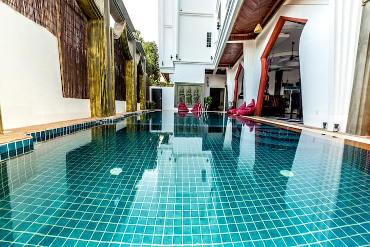 Private Couple Deluxe  Pool + Breakfast