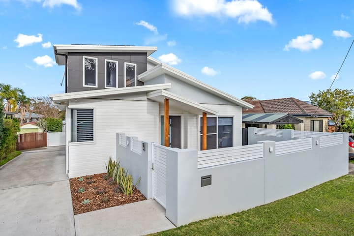 Warners Bay Home with a View