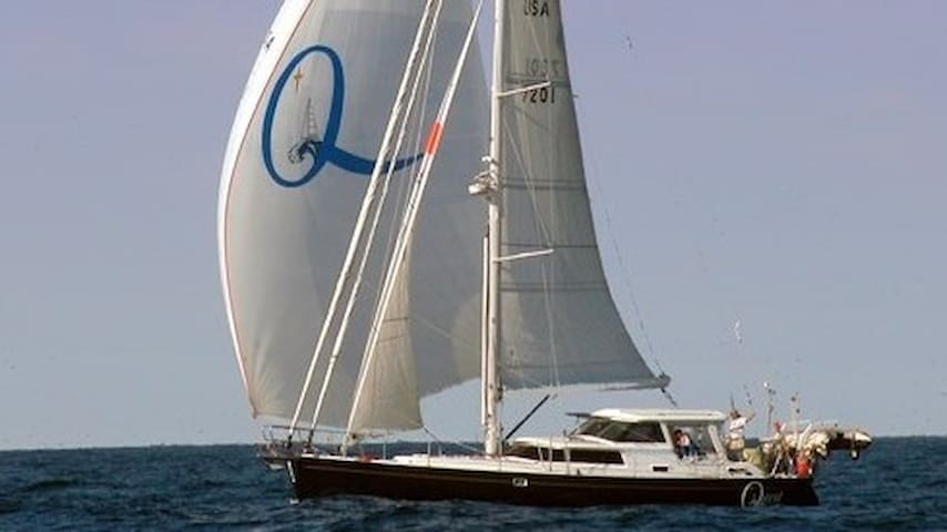 """""""The Quest"""" Yachtel; Accommodation Afloat Cabin 2"""