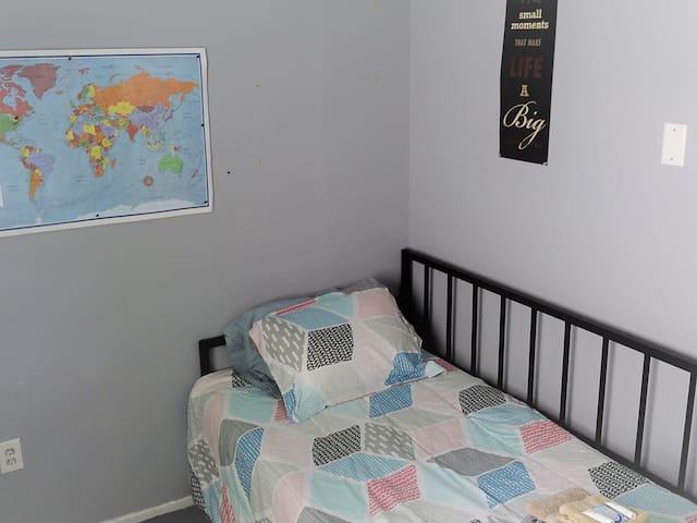 CUTE RANCH - BEDROOM 3