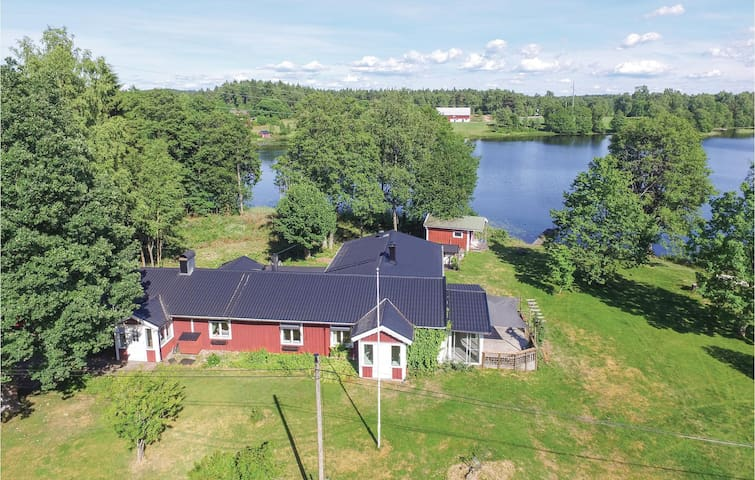 Holiday cottage with 4 bedrooms on 170m² in Ambjörnarp