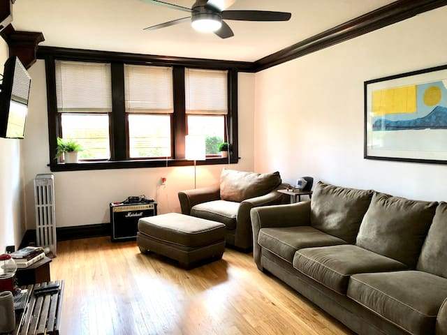 Vintage Condo in Forest Park, Close to Chicago