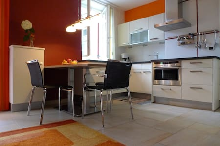 One bedroom in central village location - Wohnung