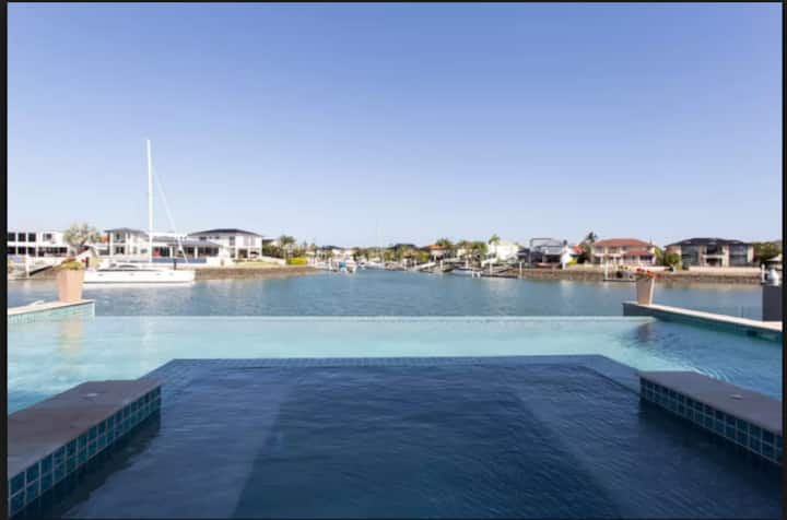 Luxury Water Front Home in Raby Bay