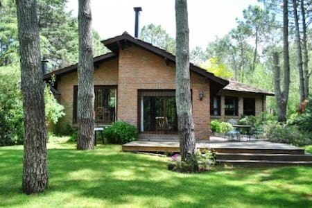 Casa con jardín arbolado - Cariló - Haus