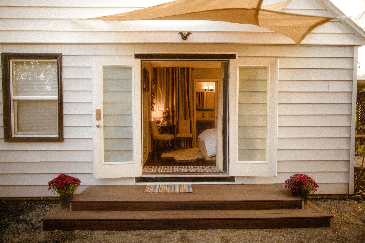 Private Stylish Suite w/Own Courtyard...& Pool!