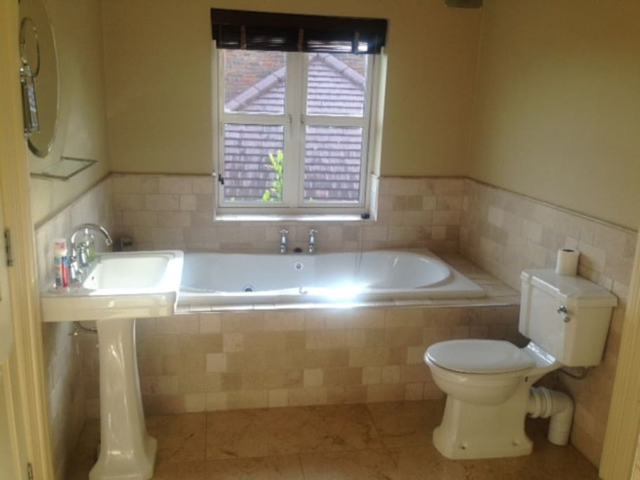 Spacious en-suite with jacuzzi bath and separate shower