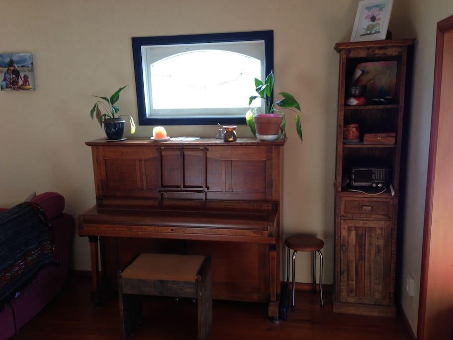 Beautiful piano plays well