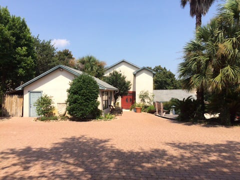 Private centrally located in Destin - 6 Month Min.