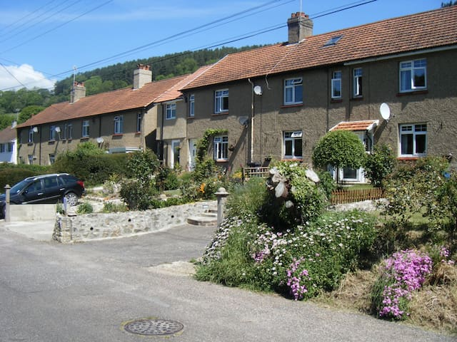 Coombe Cottage  Bed and Breakfast, Axmouth, Devon