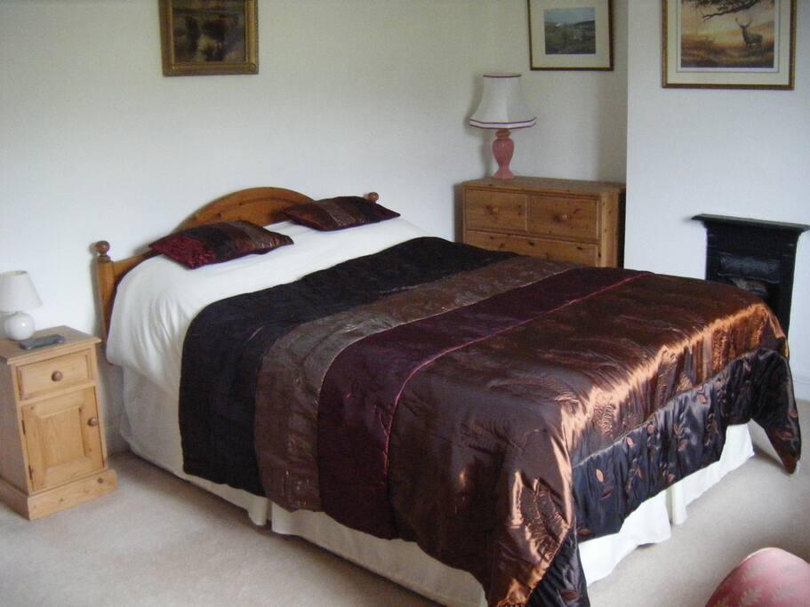 Large spacious bedroom en-suite
