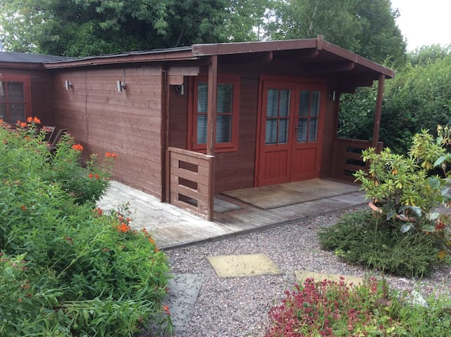 Wooden Pine Cabin Accomodation Only - Kettlebridge