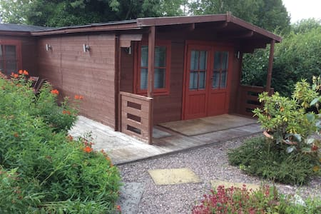 Wooden Pine Cabin Accomodation Only - Kettlebridge - Dağ Evi
