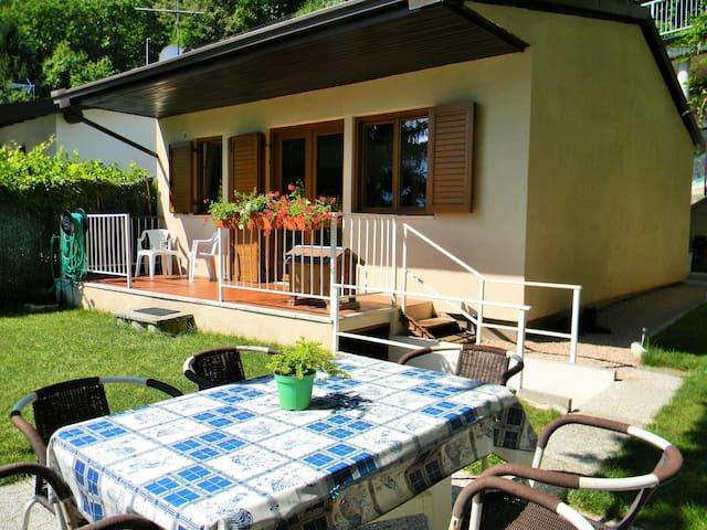 Casetta sul lago e fra i monti casas en alquiler en for Casetta sul lago