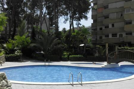 Apto. con piscina a 5 min. playa - Salou - Apartmen