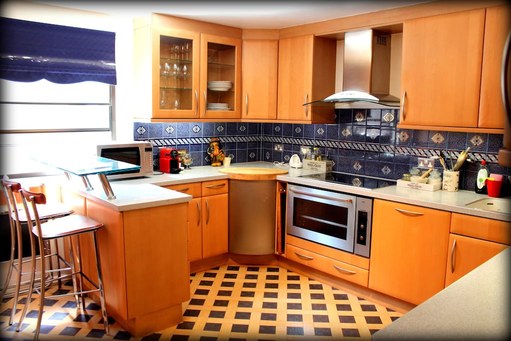Very spacious & lovely Gourmet kitchen with enough room to cook & dine