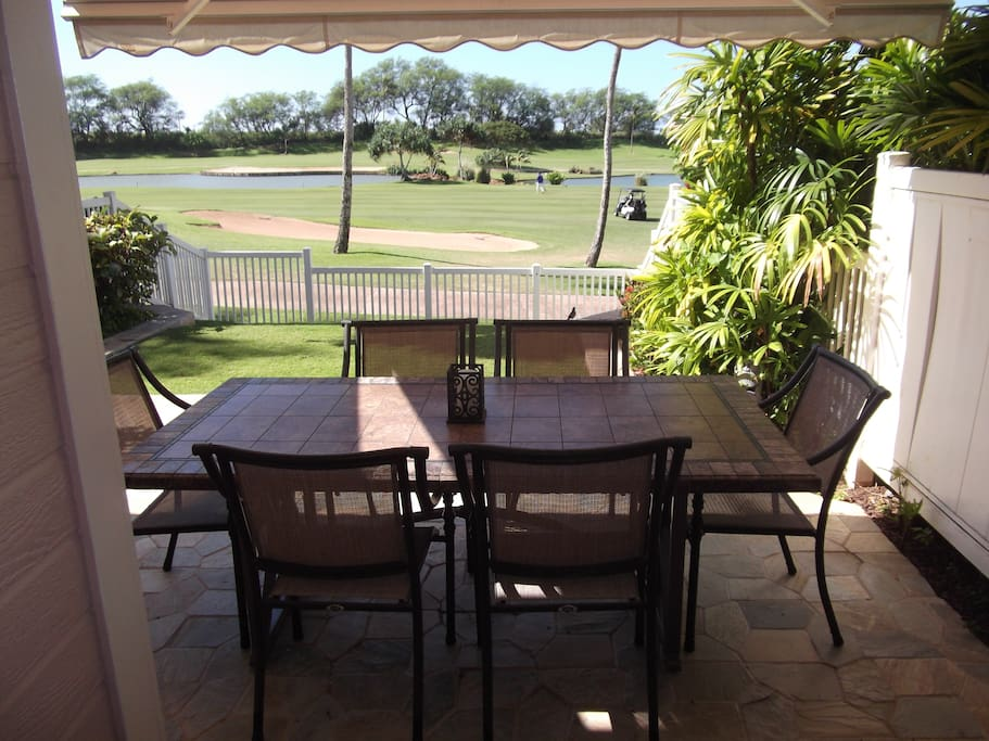 LANAI WITH RETRACTABLE AWNING
