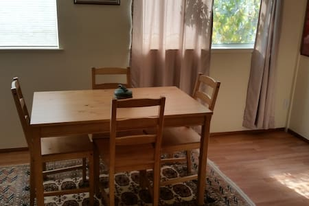 You will love this room and location (Q) - Albany