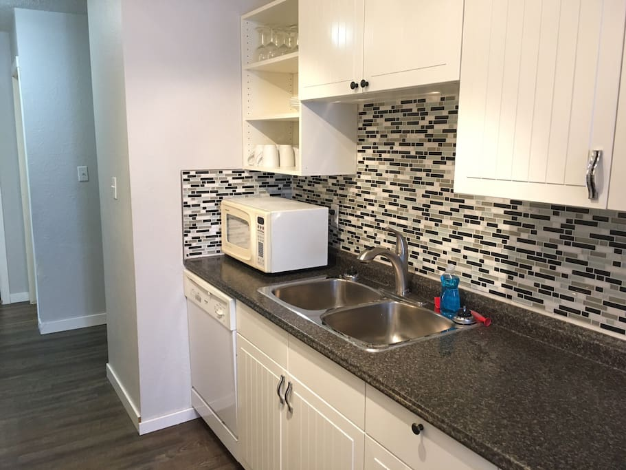 Double sink, Dishwasher and Microwave