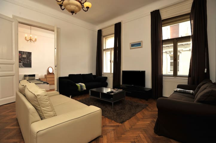 Grand.Central.Astoria -Spacious 2BR (with Jacuzzi) - Budapeszt