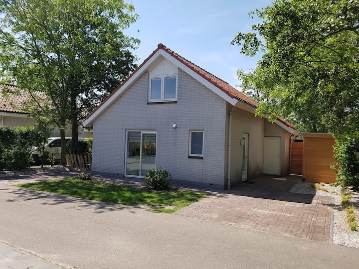 NEW* Pleasant Chalet near Dunes and Sea + 4 bikes!