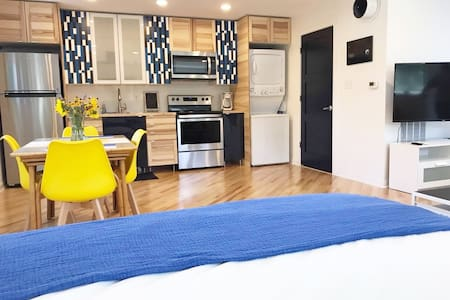 Bright & Modern Carriage House-Downtown Indy