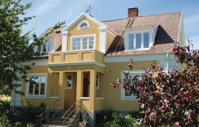 Holiday cottage with 5 bedrooms on 170 m² in Borrby