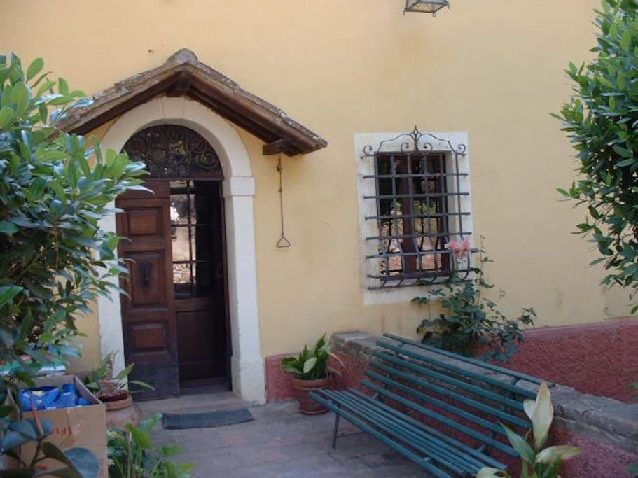 façade coté chemin d'accès
