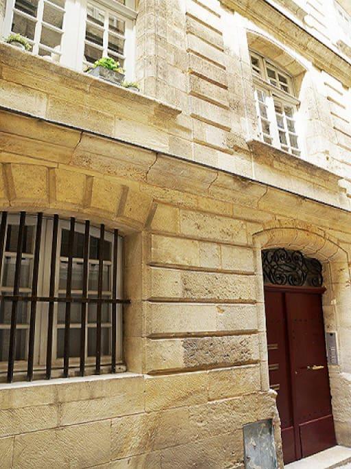 T1 bis duplex quartier historique appartements louer for Location appartement t1 bordeaux