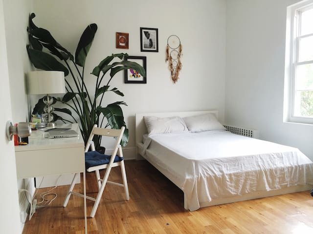 Cozy private room in Astoria, 15 min to Manhattan
