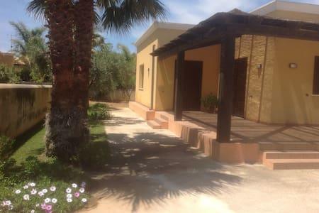 Villa 8 pax vicino a belle spiagge - Petrosino - Vila