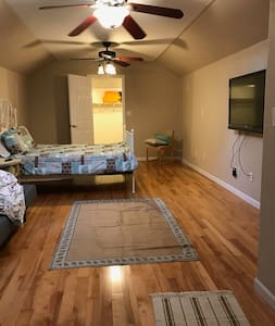 Private Entrance 1 Bath Studio Apartment upstairs - Charlotte