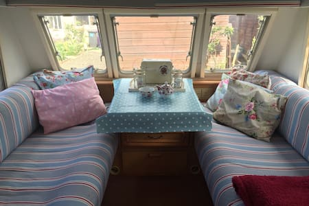 Cosy caravan in seaside location - Carnoustie