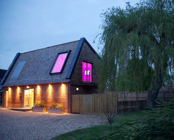 Willow Tree Barn, Devizes, Wiltshire