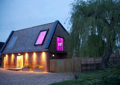 Willow Tree Barn, Devizes, Wiltshire