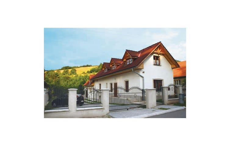 Holiday cottage with 4 bedrooms on 200m² in Nitrianske Rudno