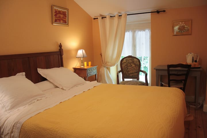 Chambres d'hôtes de charme jaune - Fresnes-au-Mont