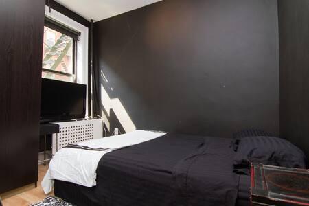 Cozy 1 Bedroom Apt in Little Italy!