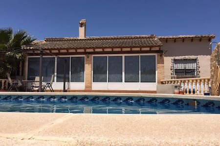 Detached 3 bedroom villa with pool - Catral